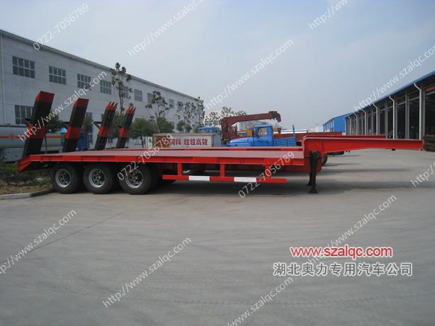 低平板式工程机械半挂运输车图片
